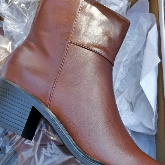 Shoes - Brand new womans boots